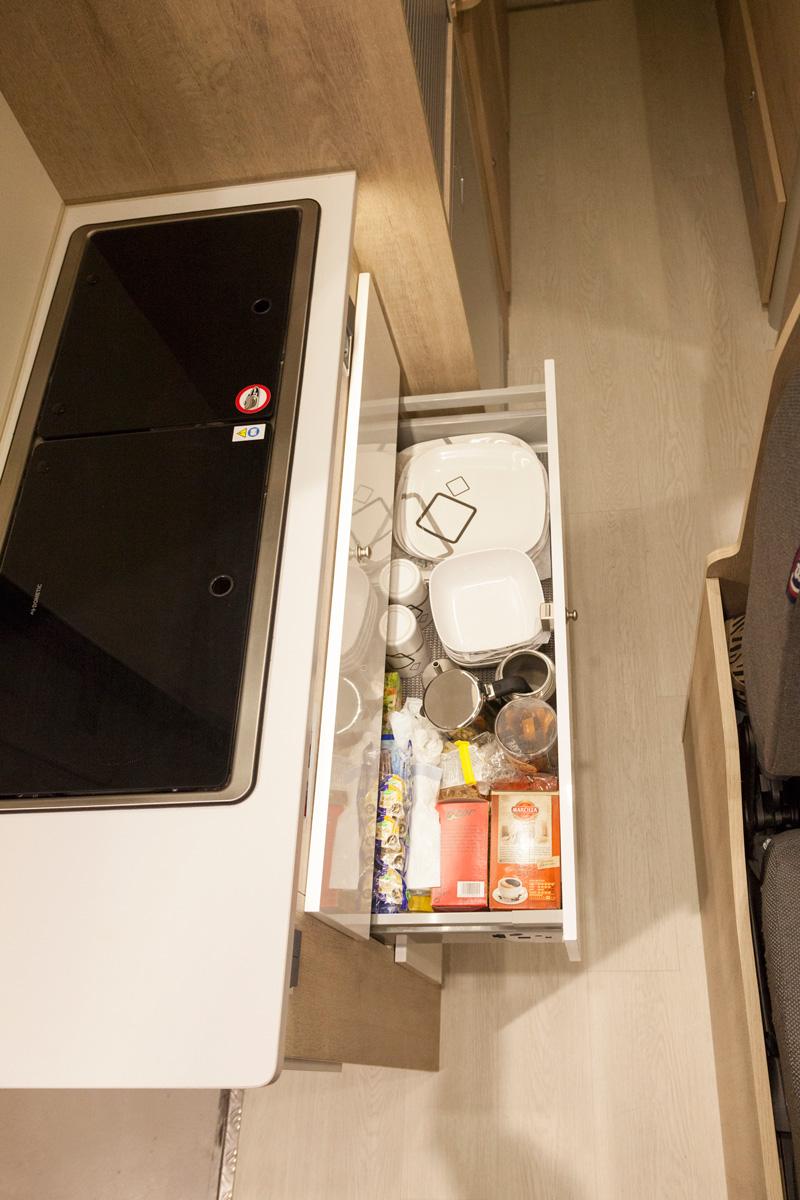 camperizacion-integral-renault-master-cocina-armarios