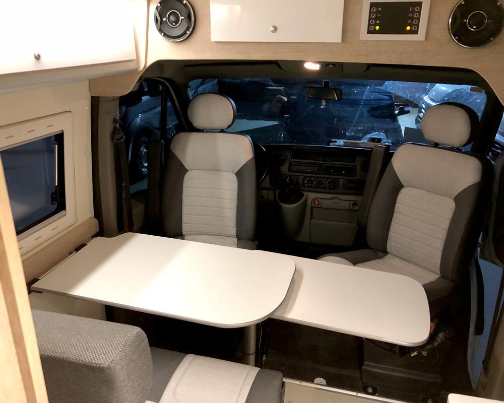 camperizacion-renault-master-asientos-giratorios