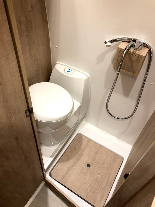 camperizacion-renault-master-lavabo-wc-ducha