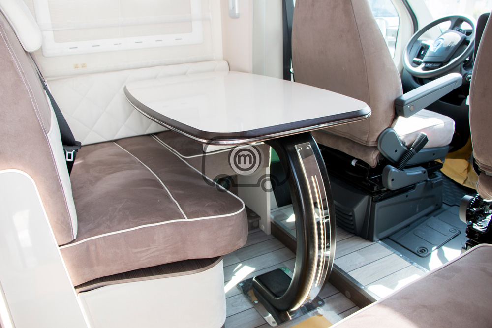 autocaravana mclouis mc4 873 comedor mesa
